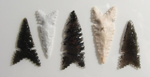 Set of 5 Caddoan Period Craig Mound 'Tribute' Style Arrowheads -- 2007 - 2008 A.D.